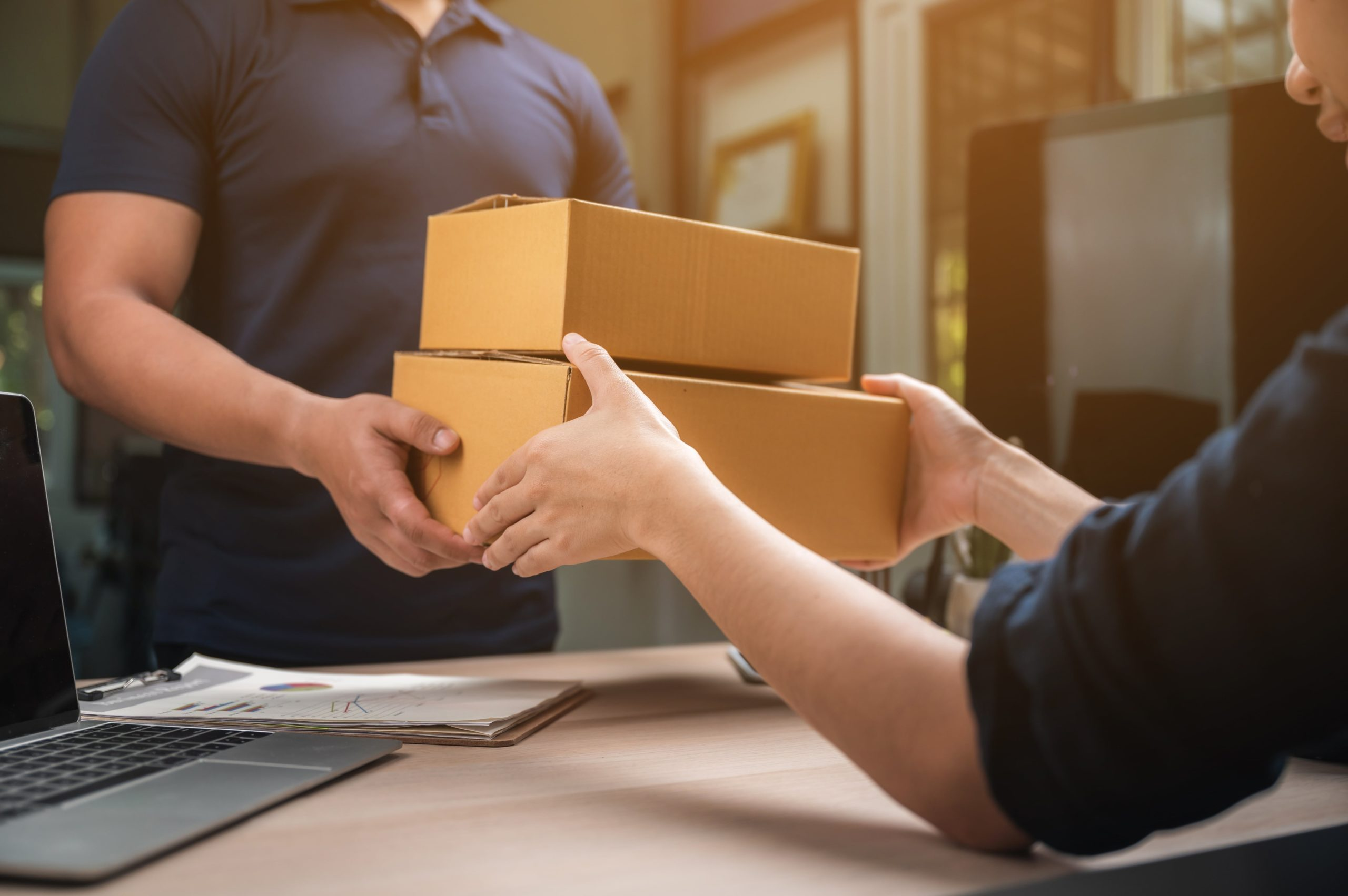 How to change the order status to delivered in Shopify
